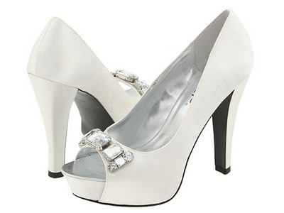 White wedding shoes for a simply wedding day